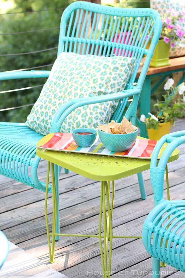 Outdoor-decorating-ideas.-Decorate-your-patio-with-bright-colors-such-as-turquoise-and-lime.-OutdoorDecoratingIdeas-Turquoise-Lime-ColorfulOutdoorFurnitur